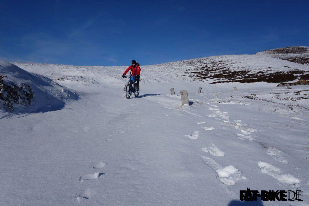 Schnee soweit das Auge reicht auf der Winter Transalp