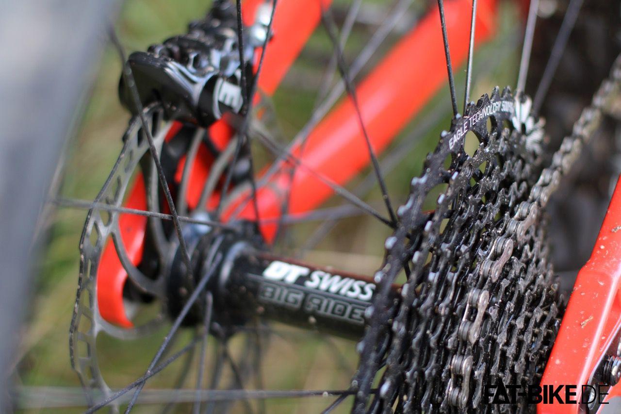 4-Kolben Magura MT5, DTSwiss Big Ride Laufräder und 12-fach SRAM GX Eagle Anstrieb, da lässt die FAT Fanes Signature keine Wünsche offen