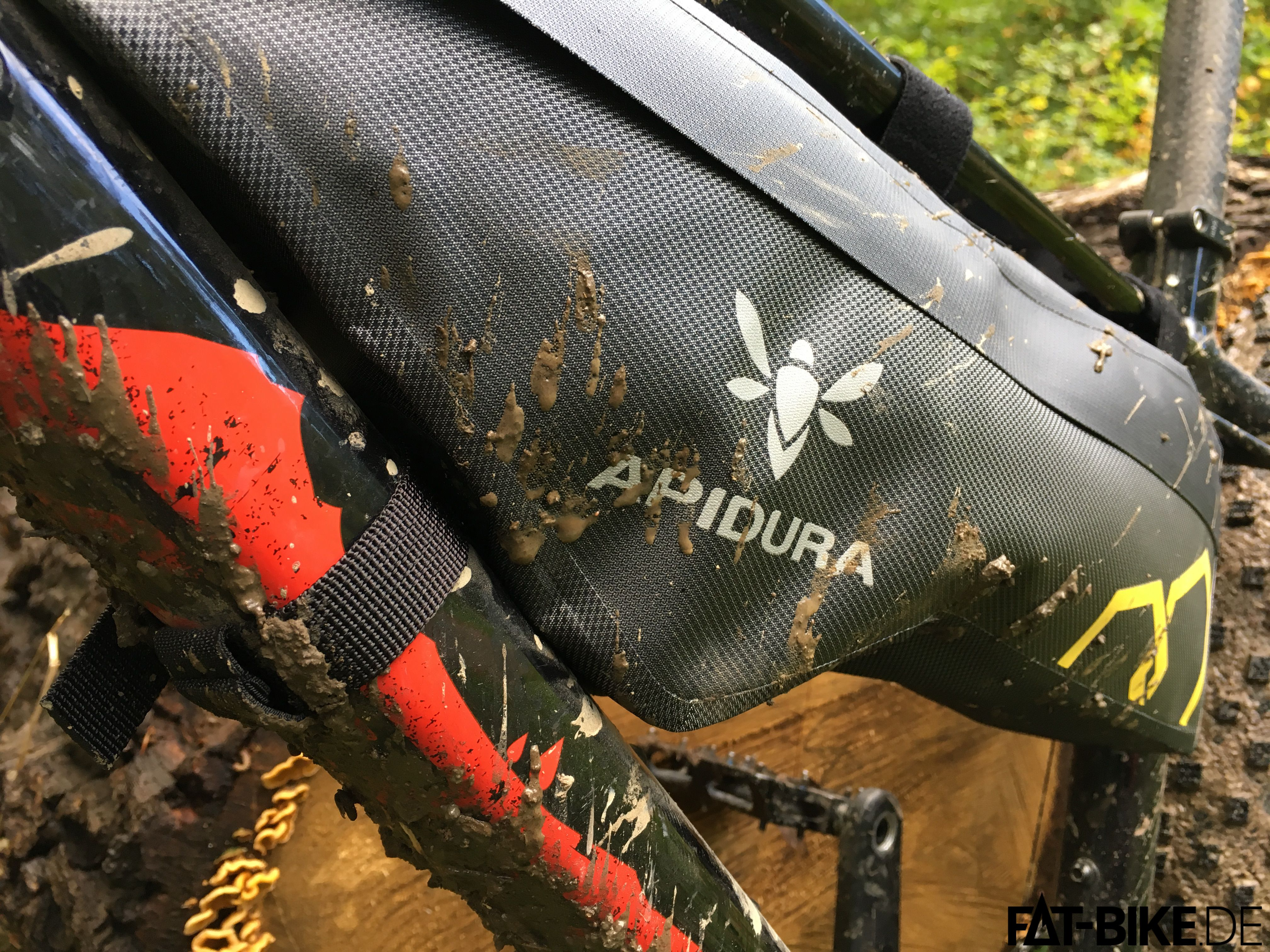 Apidura Bikepacking Frame Pack Dry am Specialized FatBoy