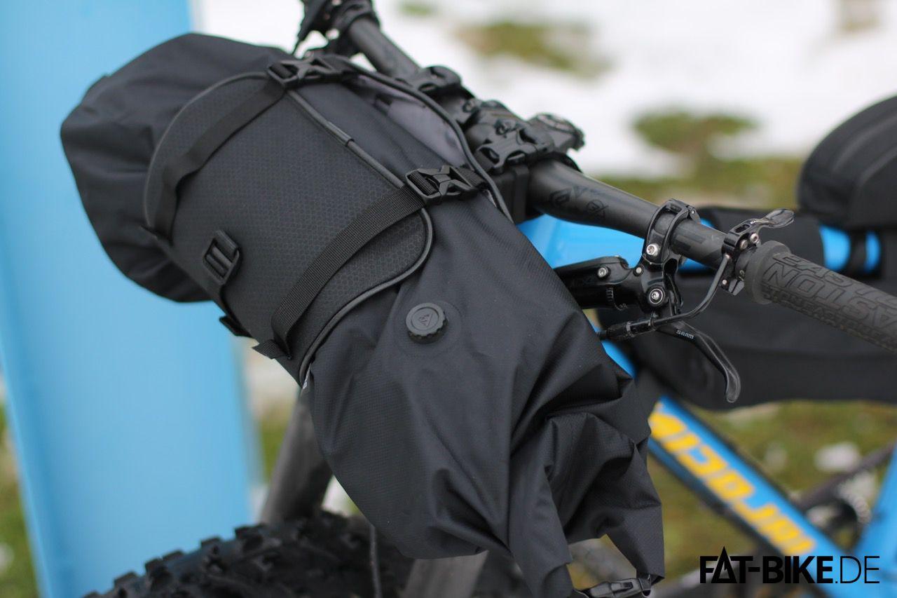 Mit dem Frontloader der Topeak Bikepacking Series werden easy 8L verstaut