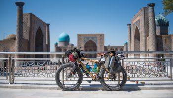 Bepacktes Bambus-FATBike an der Seidenstraße in Aserbaidschan