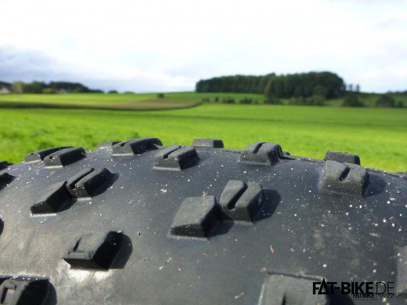 Ground Control 4.6 hinten, auch noch mit ordentlich Noppen auf der Pelle!