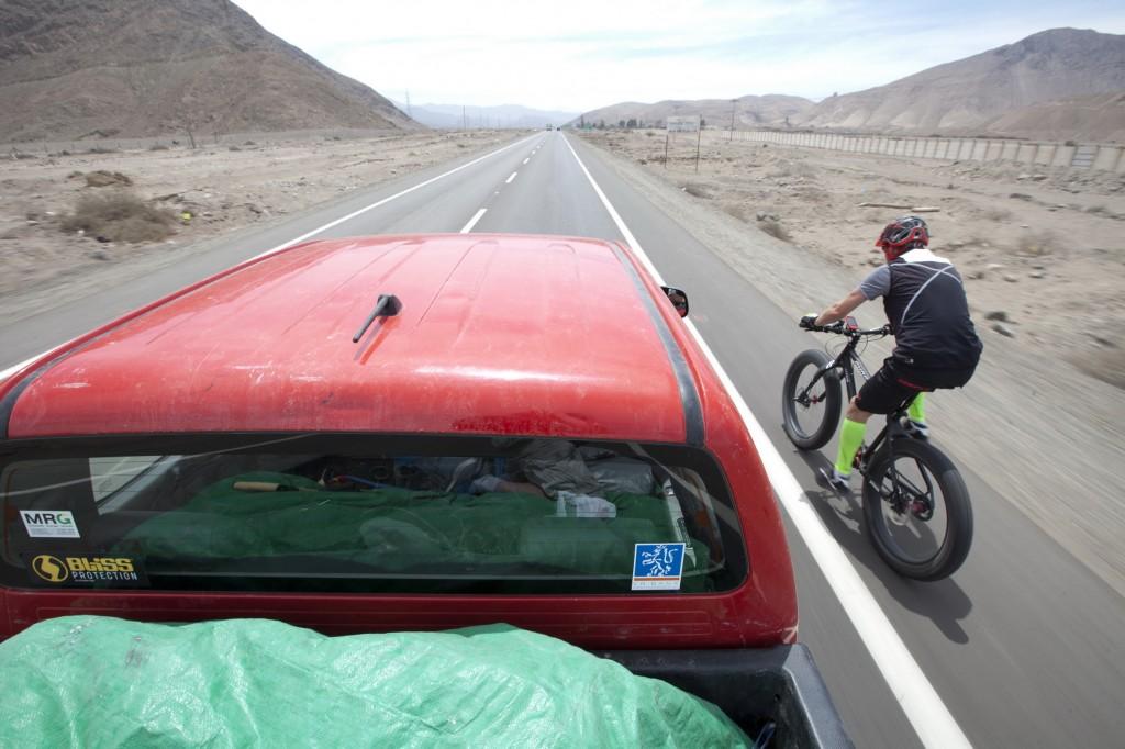 Am 16.10.2014 um 18:02 Uhr chilenischer Ortszeit war es geschafft. Der Mühlhäuser Extremsportler Guido Kunze erkletterte mit seinem Fat-Bike 6233 Höhenmeter und setzte so eine Weltrekordmarke auf dem Ojos del Salado dem höchsten Vulkan der Welt. In 37 Stunden 11 Minuten und 12 Sekunden erfüllte sich der 48-jährige Thüringer auf dem Südamerikanischen Kontinent einen Traum. Dabei legte er mit seinem Spezial-Fat-Tyer-Bike 342,77 Kilomer zurück und überwand 6899 Höhenmeter. Guido und das gesamte Team hat Dank der guten Vorbereitung alles prima überstanden. Foto: Christian Habel