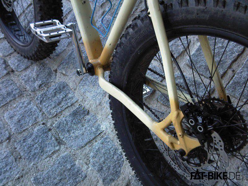 BMX Kurbeln sorgen für Vortrieb und dicke 203er Bremsen stauchen ihn wieder zusammen.  (Quelle: Christoph K.)