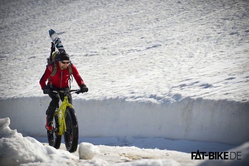 Ein Bayer im Schnee. Irgendwie vertraut! (Quelle: MAXX)