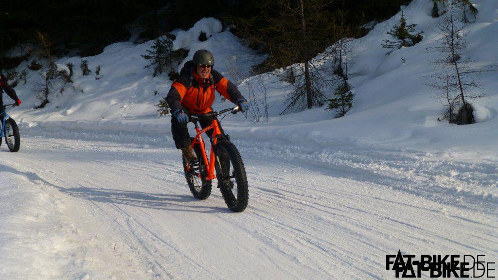Der freut sich! Maxx Frontmann Uwe beim Downhill. (Quelle: Frank Z./Fatbikecamp.com