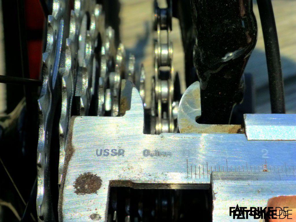 Abstand Ausfallende/Mitte Ritzel: 23mm. Der russische Messschieber lügt nicht!