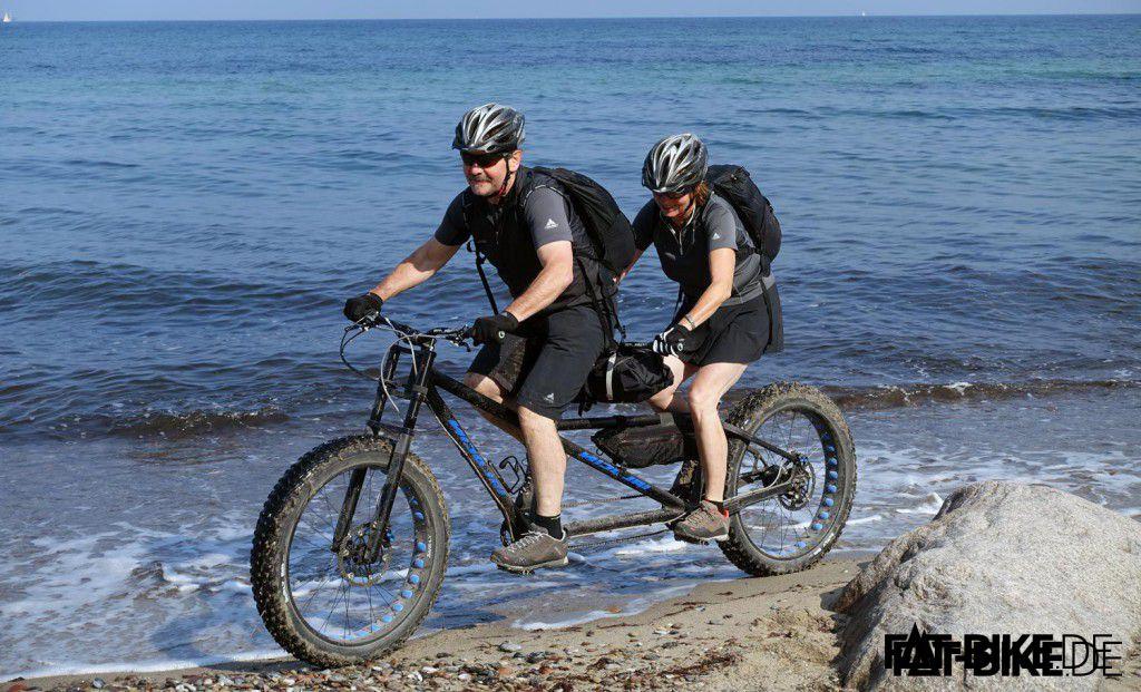 Detlef mit seiner Frau auf Strand-Tour