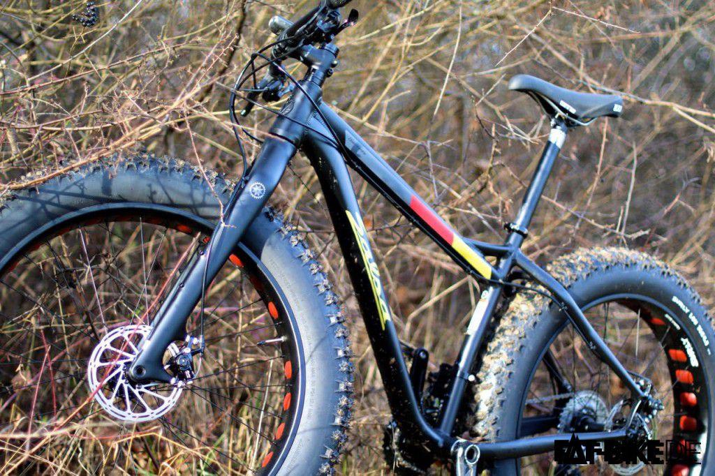 FATte Carbon Gabel mit Steckachse und RaceFace Turbine Kurbel am Salsa Blackborow