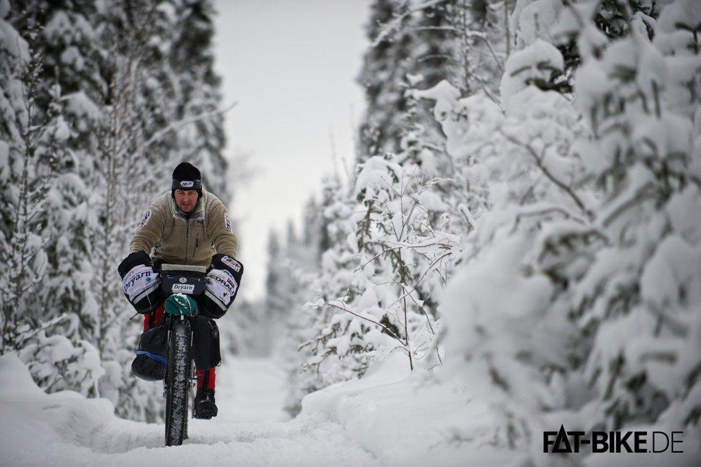 Ein FATBiker beim Yukon Arctic Ultra (Copyright: Montane - Martin Hartley)