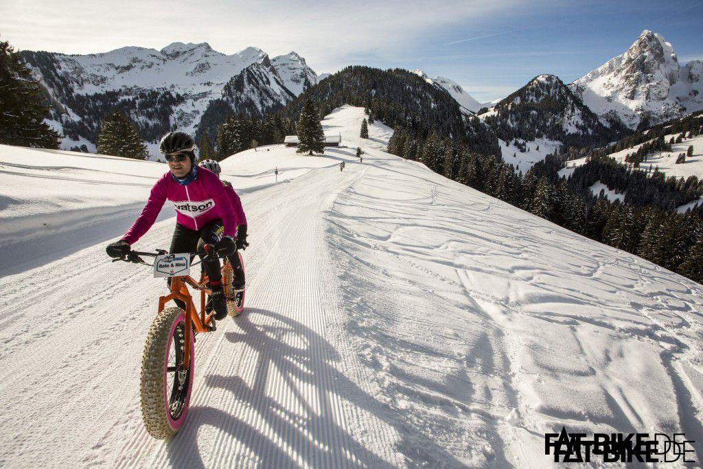 Nina und Reto sind mit dem FAT Tandem unterwegs beim Snow Bike Festival, Respekt!