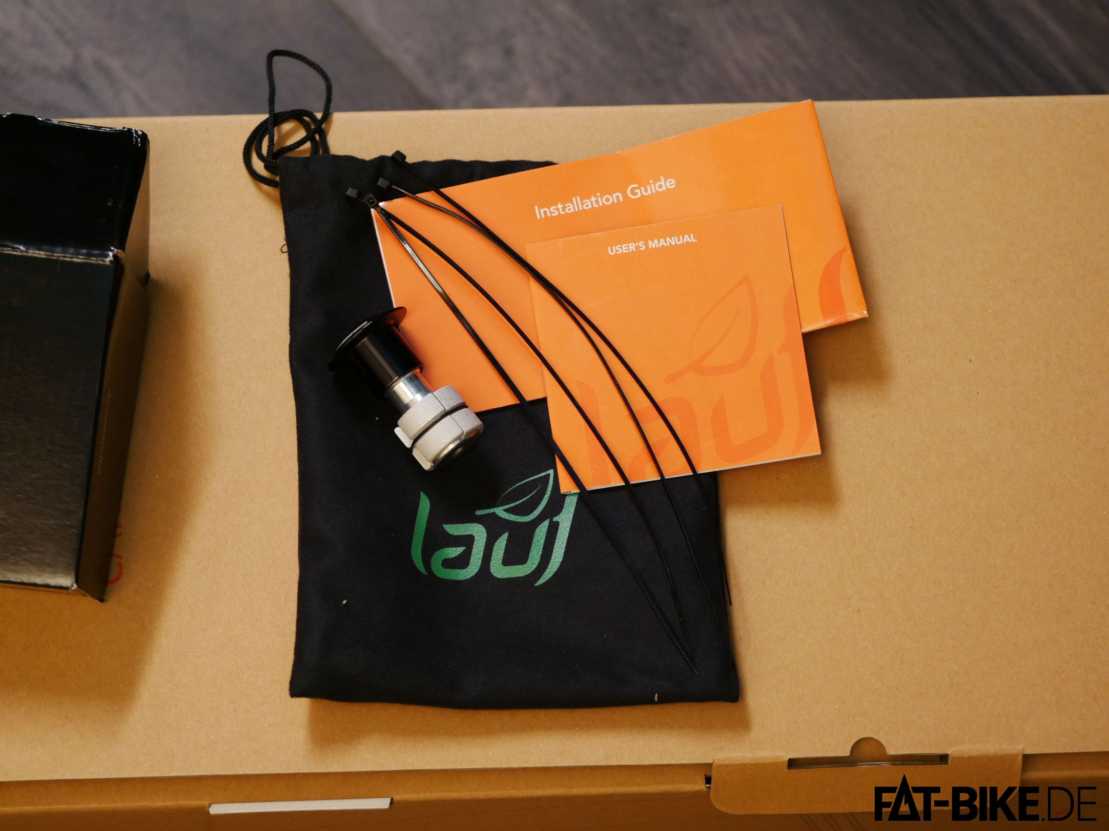Im Lieferumfang: ein Ahead-Expander, 3 Kabelbinder und ein schwarzer Beutel.