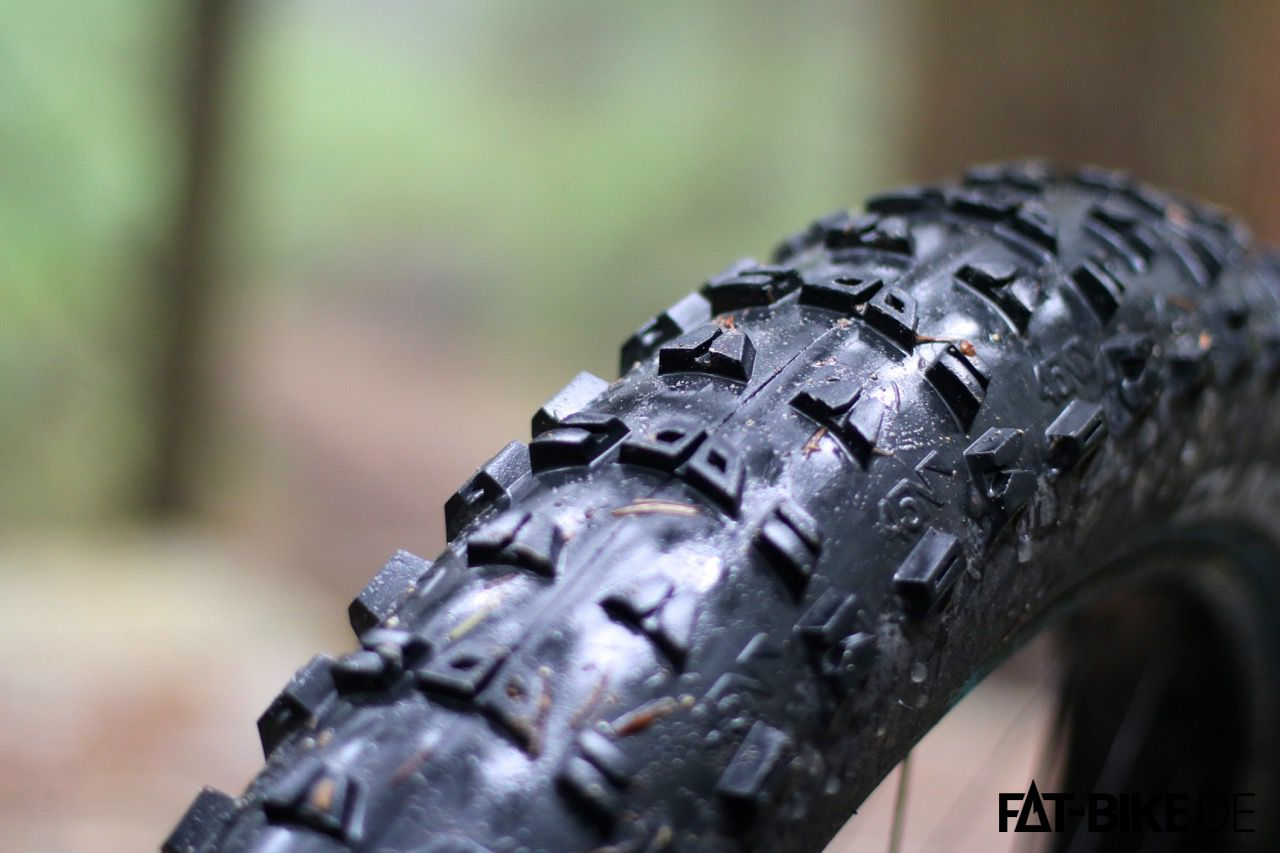 Giftiges Profil am 4,6 Zoll Reifen 45NRTH Dunderbeist