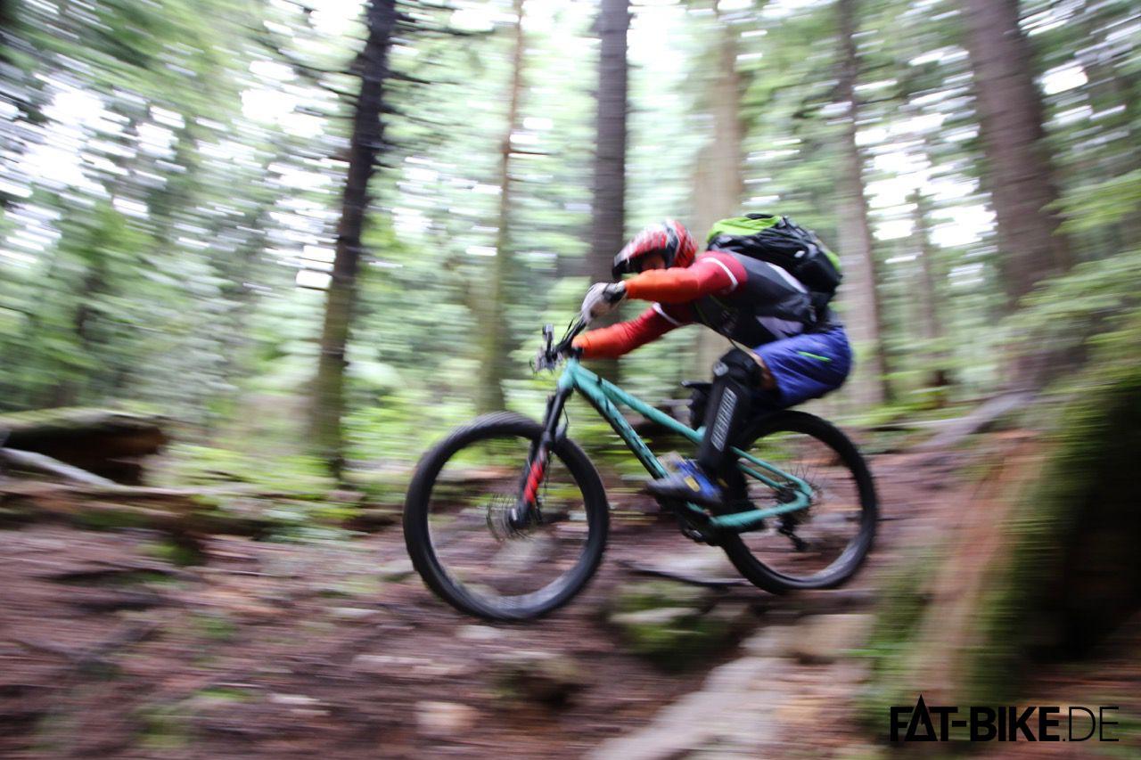 Kleiner Sprung, dteckt das B+ Trailbike Torrent easy weg