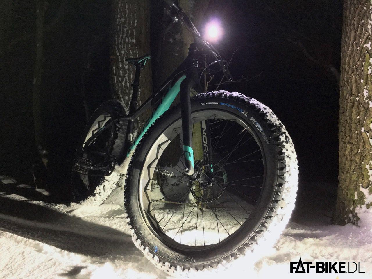 Niteride mit dem Vee Tire Snow Shoe XL