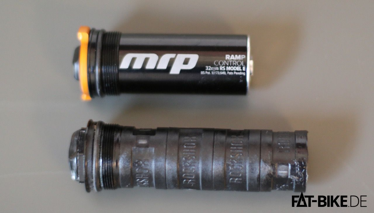 So sieht die MRP Ramp Control Cartridge im Vergleich zur RockShox-Kartusche mit 4 Token aus