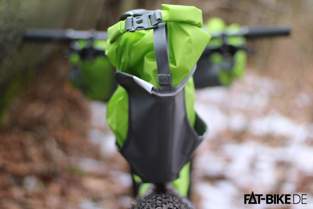 Die Tasche schützt deinen A... auch vor hochspritzendem Schlamm