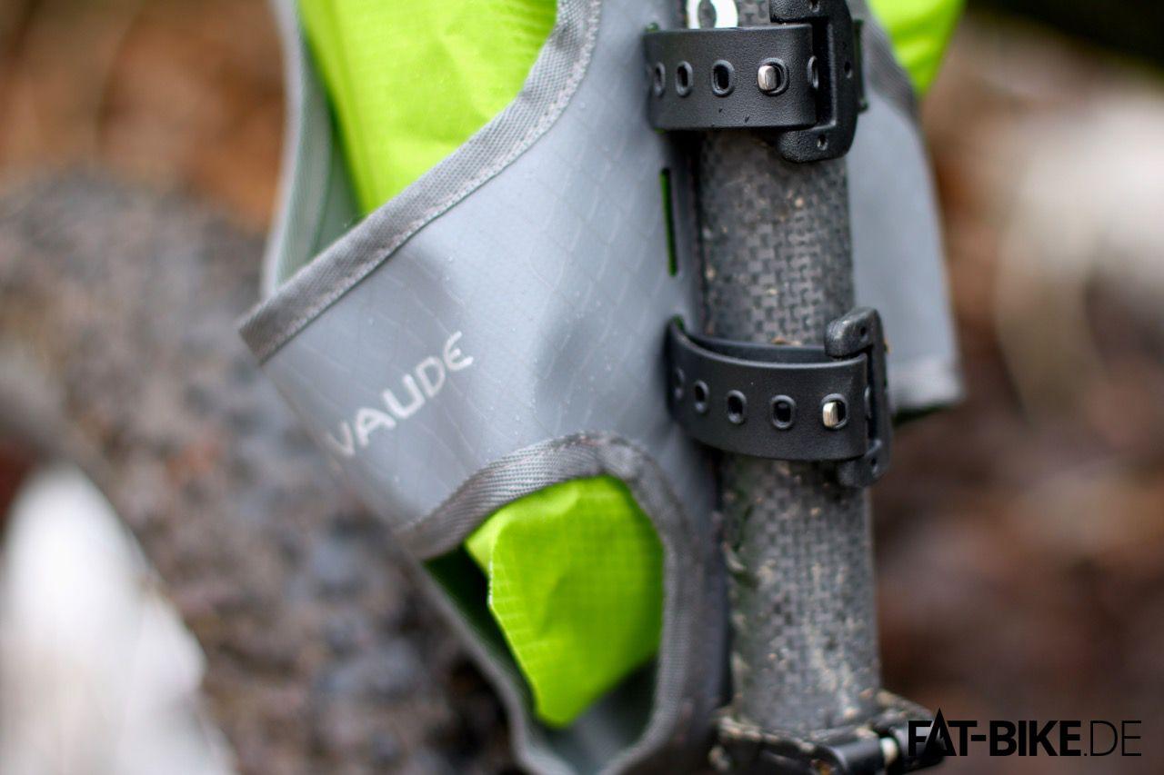 Mit stabilen Riemen zur Befestigung am Bike sitzen die VAUDE Bikepacking Taschen sicher