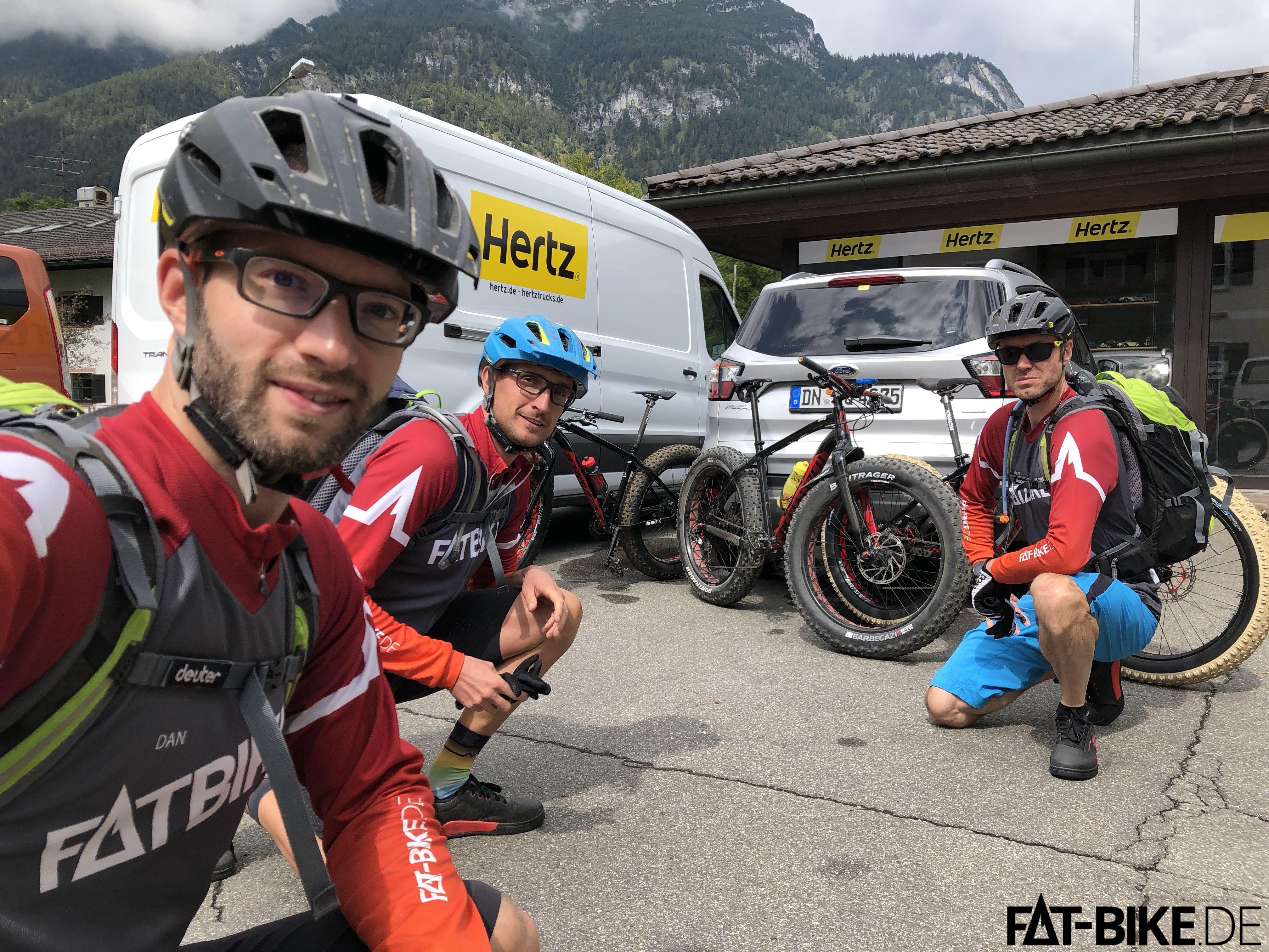 Ankunft in Garmisch, Bikes auspacken, Karre abgeben, und erstmal FAT zum Mittag rollen