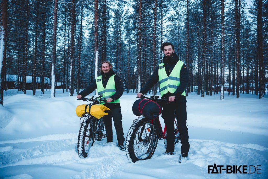 Jussi und Andrej (v.l.n.r.) auf ihrem 1.500km Wintertrip durch Finnland