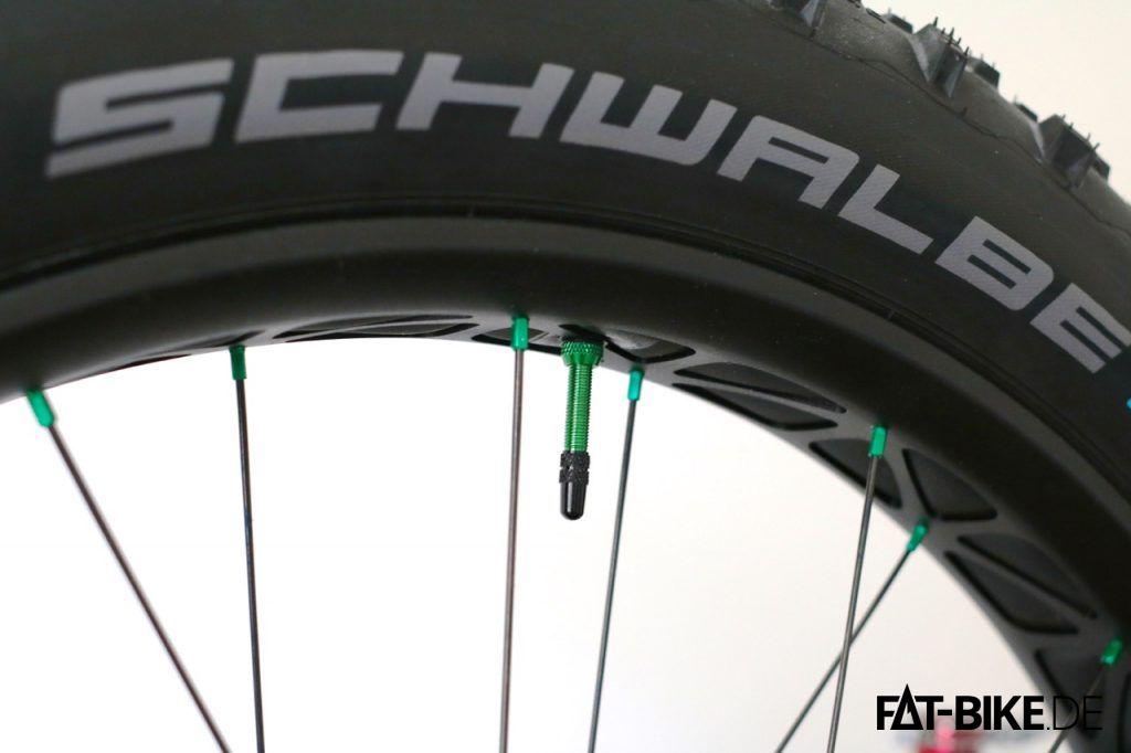 Schwarz und giftgrün: das knallt dezent!