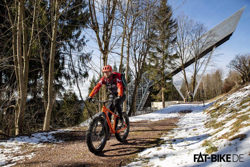 """Mit dem Germina FAT 26 CF auf dem nicht mehr ganz so winterlichen Winterradweg vorbei an der Schanzenanlage """"Wadeberg"""""""