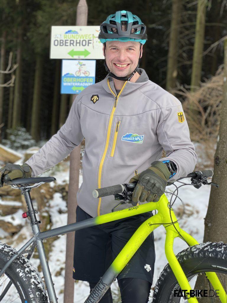 Bob-Weltmeister Alexander Rödiger mit seinem FATBike auf dem 1. Winterradweg Thüringens