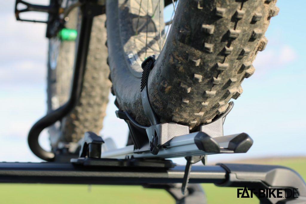 Die breiten FATBike Reifen haben es sehr bequem auf dem Thule ProRide Dachträger